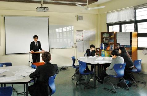 Debaters trading blows at the Hanoi International Debate 2015