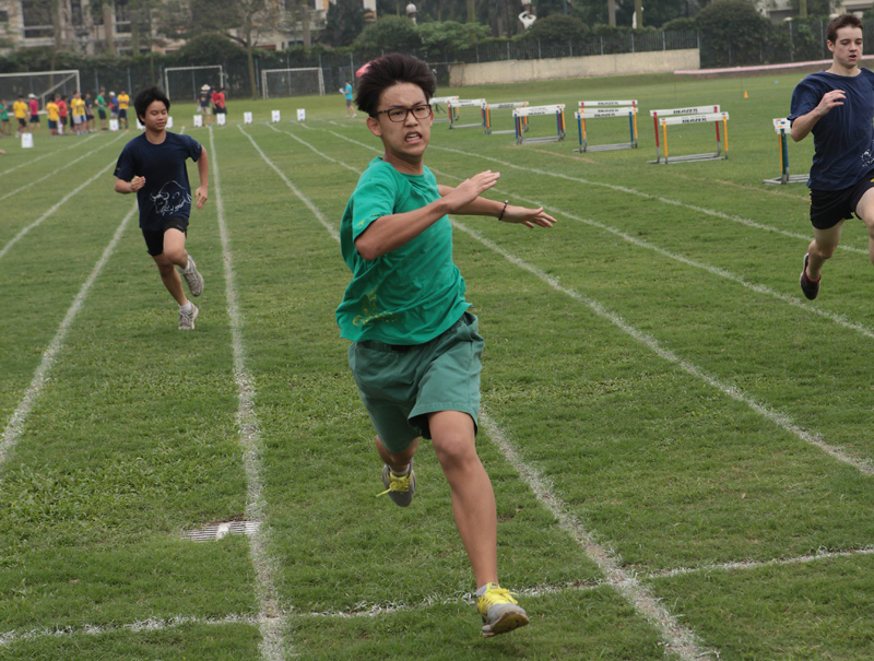 10th+grade+student+Edward+Park+sprints+on+a+track+event