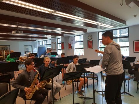 Bao Chau Nguyen conducts the band.